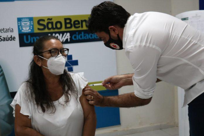 WhatsApp Image 2021 01 20 at 12.56.16 696x464 - Secretaria de Saúde de São Bento já vacinou 139 pessoas contra a Covid – 19 - São Bento