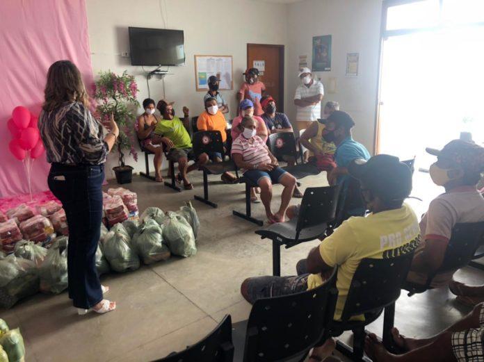WhatsApp Image 2021 03 10 at 10.32.34 1 696x521 - Prefeitura de São Bento distribui cestas básicas com famílias de catadores de materiais recicláveis - São Bento